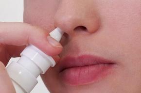 Отравившегося каплями для носа ребенка спасают петербургские врачи