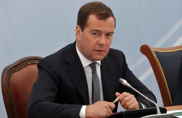 Медведев запретил чиновникам покупать телефоны дороже 15 тыс. рублей