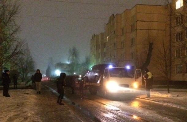 Петербуржец отказывается выходить из эвакуируемого автомобиля на Репищевой