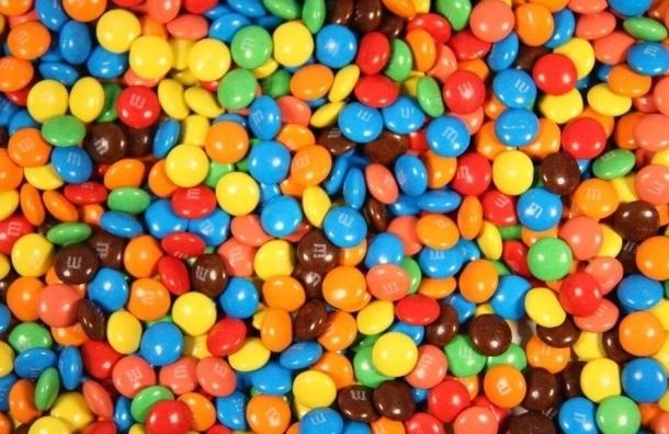 ВПетербурге уголовник втрико похитил сосклада коньяк иконфеты