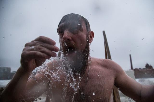 Крещенские купания в Петербурге 2017 год, фото: Игорь Руссак : Фото