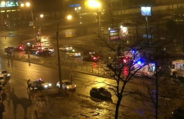 Очевидцы: в аварии на Ириновском погиб человек