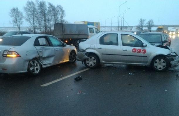 Около 50 машин попали в аварии на Киевском шоссе