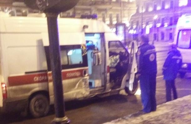 Скорая с больным пострадала в массовой аварии на Невском