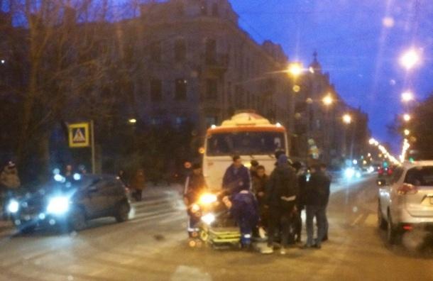 КамАЗ сбил девушку-пешехода на Большом Сампсониевском