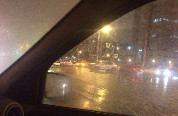 Женщина наиномарке врезалась вполицейский автомобиль— Петербург