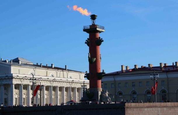 Ростральные колонны зажгли в честь Рождества