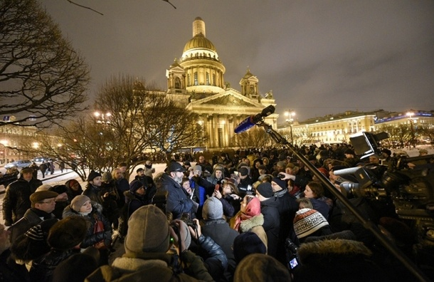 Суд зарегистрировал иск к Смольному из-за передачи Исаакия РПЦ