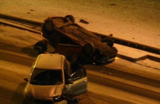 Автомобиль перевернулся ночью во Фрунзенском районе