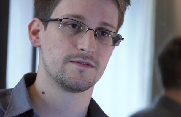Экс-шпиону Сноудену продлили вид на жительство в РФ