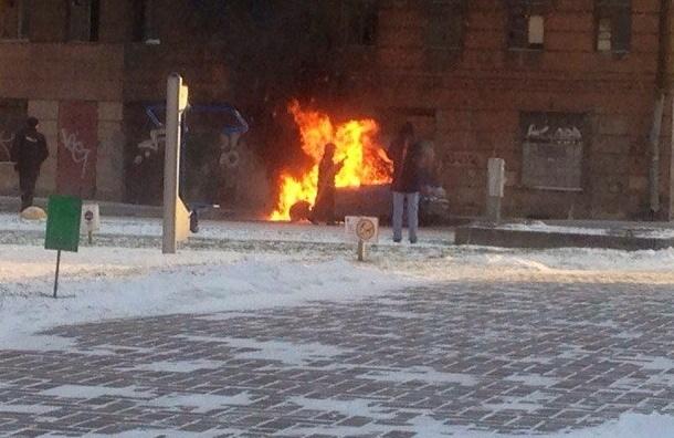 Автомобиль сгорел на Шкапина