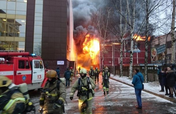 Очевидцы: возле ТЦ «Аквилон» произошел крупный пожар
