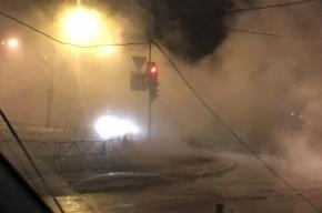 Трубу с горячей водой прорвало на Мебельной улице