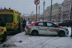 Такси сбило двух человек на Сенной площади