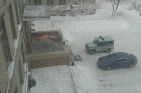 Мужчина скончался на крыльце школы в Челябинске