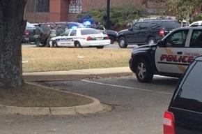 Вооруженный мужчина захватил заложников в банке в Алабаме