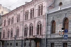 Смольный хочет через суд выселить Европейский университет из особняка в центре города