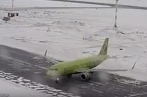 Пассажирский самолет «поскользнулся» в Новосибирске