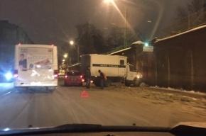 Автозак ФСИН с арестантами попал в ДТП у «Крестов»