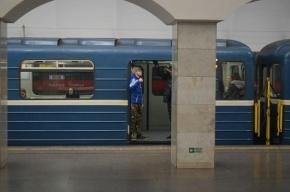 Метро Петербурга попросило полицию найти хулиганов-«дорхолдеров»