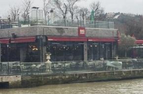 Неизвестный открыл стрельбу по ресторану в Стамбуле