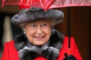 СМИ: Королева Елизавета II чуть не погибла от рук охранника