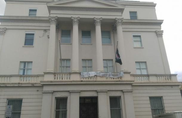 Активисты захватили дом русского олигарха в Лондоне