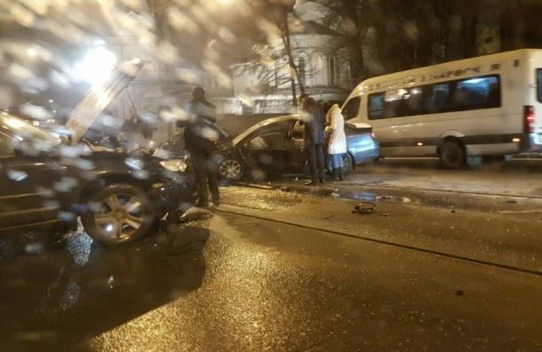 Четыре машины столкнулись на Старо-Петергофском проспекте