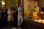 В Петербурге празднуют новый год по буддийскому календарю – год Красноватой огненной Курицы.  Фото: Игорь Руссак: Фоторепортаж