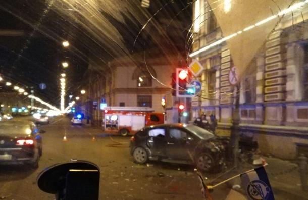 Серьезная авария на Литейном остановила движение в центре