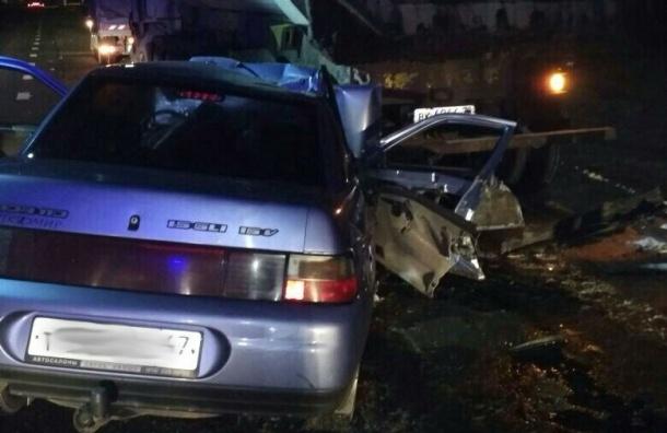 Натрассе «Кола» встрашном столкновении грузового автомобиля илегковушки погибли двое