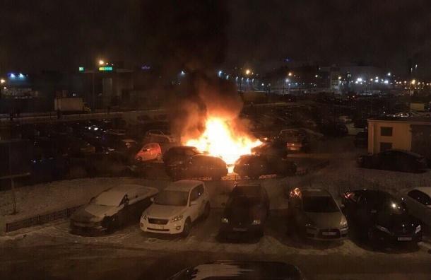 Пять иномарок сгорели ночью в Невском районе