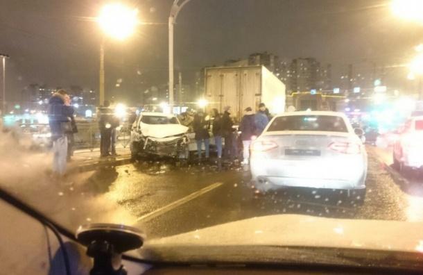 ВПетербурге столкнулись сразу 5 машин