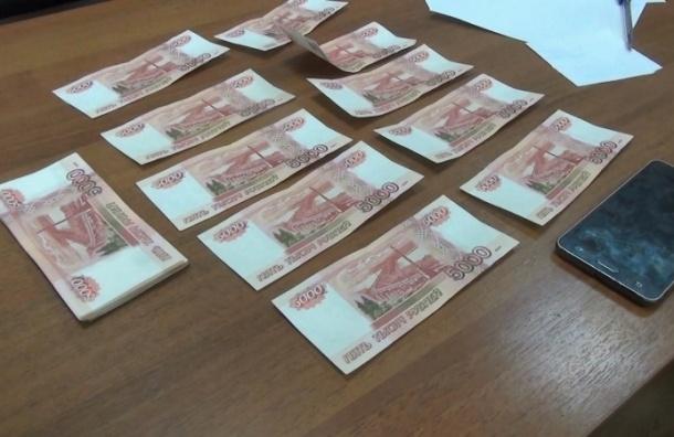 Лжеполицейские похитили у пенсионерки 155 тыс. рублей под видом борьбы с наркоторговцами