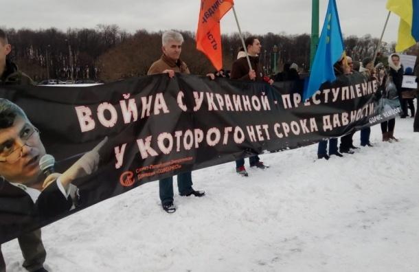 Память Немцова на митинге в Петербурге почтило до 5 тысяч человек