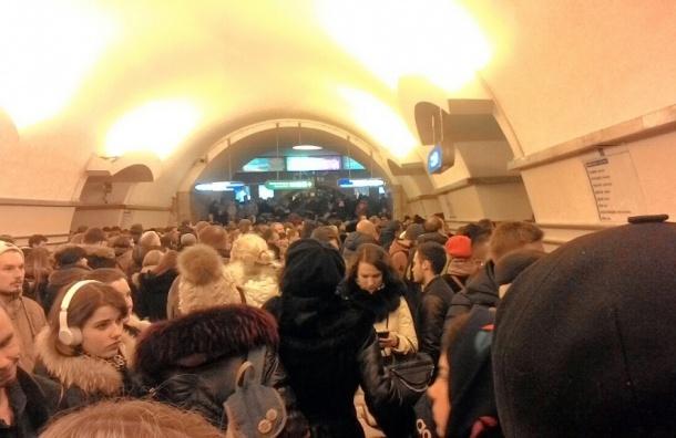 Движение по синей ветке метро Петербурга восстановлено