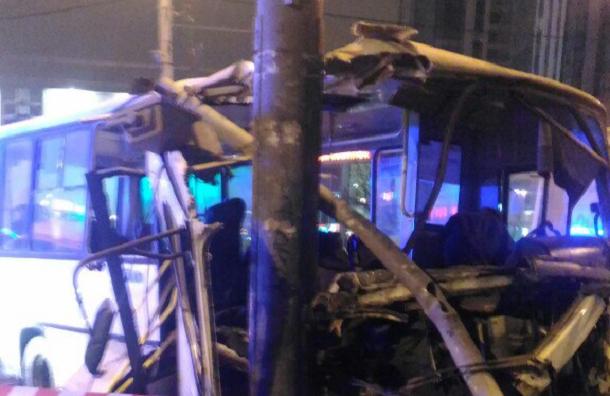 Восемь пассажиров маршрутки пострадали в ДТП на Типанова