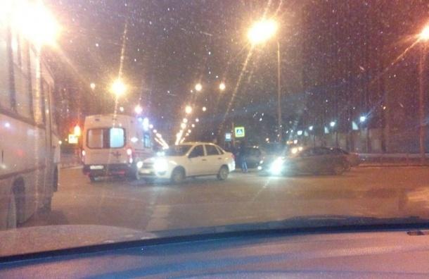 Две машины скорых попали в ДТП в Петербурге