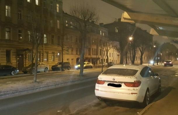 BMW на Малом проспекте В.О. залили бетоном
