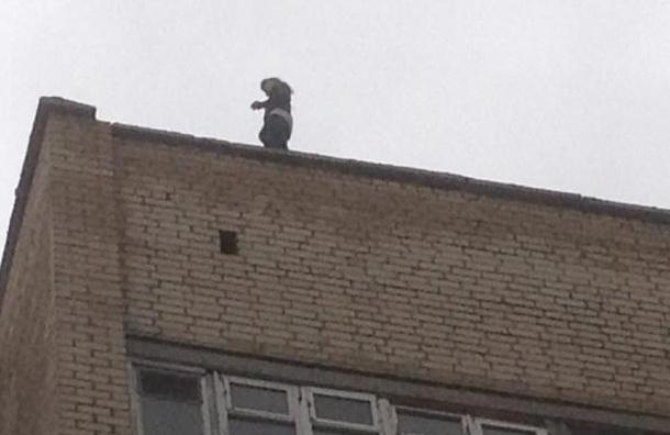 Ребенок упал скрыши 9-этажки вПетербурге
