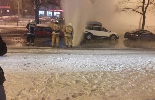 Фонтан кипятка забил на проспекте Ветеранов