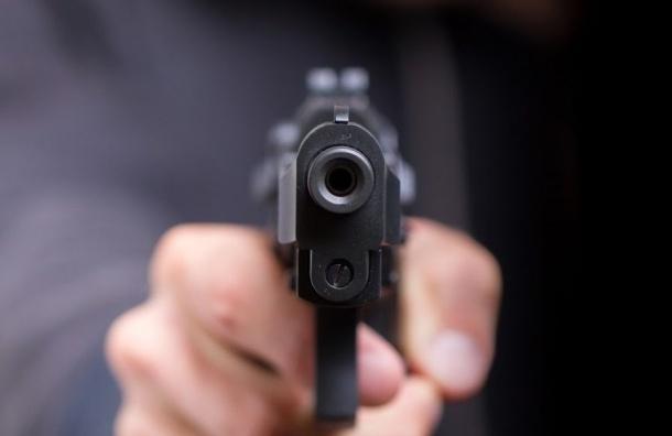 Военный пенсионер застрелил напавшего на него грабителя у ТЦ на Савушкина