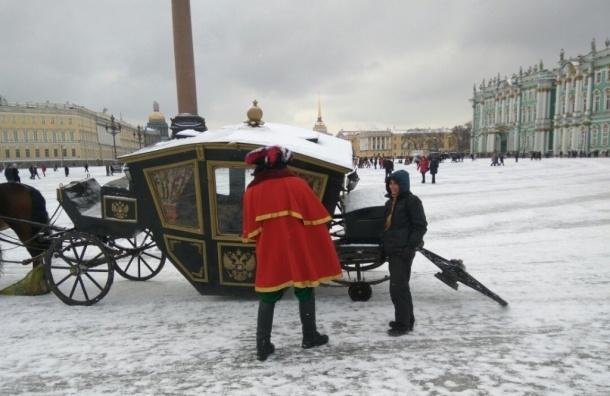 Царская карета потеряла колесо на Дворцовой площади