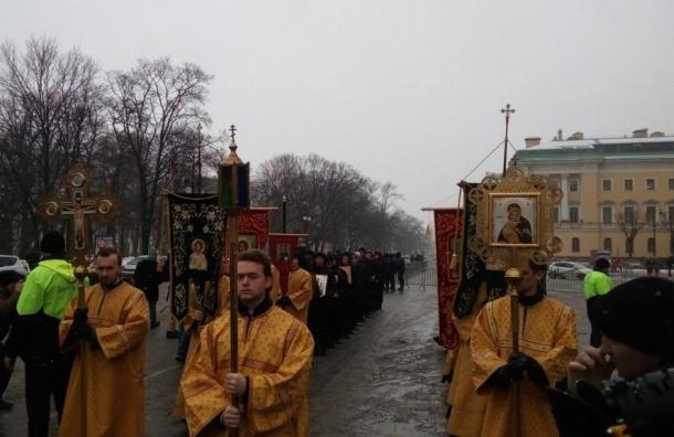Крестный ход собрал 8 тысяч человек, по данным полиции