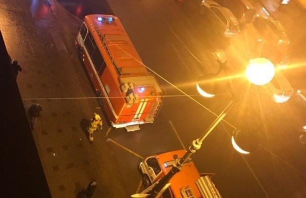 Спасатели тушили подвал в доме на Невском проспекте