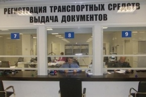 Петербургский ГИБДД временно приостановил регистрацию стоящих на учете машин