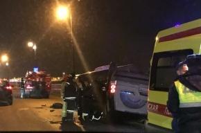 Land Rover на Дворцовой набережной врезался в полицейскую машину