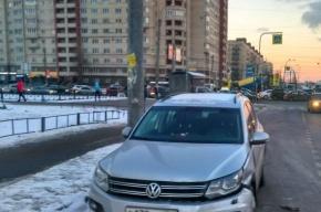 Женщина на Volkswagen «подбила» четыре машины на Индустриальном и сбежала
