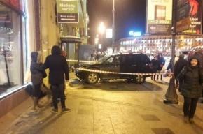 Водитель легковушки въехал в толпу пешеходов у Московского вокзала