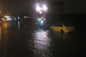 Mercedes «утонул» на КАД
